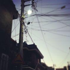 .@yongwoohan | #골목길 에 있던 #전봇대 #어두워지기전에 |  2013 12 07 /
