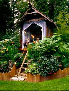 What is this fascination I suddenly have with treehouses?