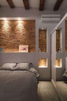 Cabeceras originales: Ideas de decoración para habitaciones (Foto) | Ellahoy Interior Window Shutters, Angles, Interior Shutters, Machinist Square, Camera Angle, Indoor Shutters