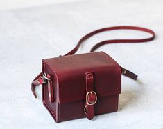 Hand-Stitched, Made by premium quality vegetable tanned natural leather crossbody bag Thick Leather, Green Leather, Natural Leather, Leather Men, Leather Bags Handmade, Leather Craft, Burberry Handbags, Leather Handbags, Leather Crossbody