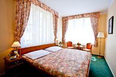 Hotel Melantrich - hotelový pokoj Outdoor Furniture, Outdoor Decor, Lodges, Bed, Home Decor, Prague, Cabins, Decoration Home, Stream Bed