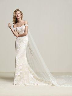 Dria: Vestido de novia  de maravilloso diseño a base de encaje con discreta manga corta sobre el hombro - Pronovias