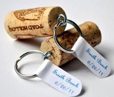 I love doing wine cork projects! Wine corks are great for refurbishing anything, and they great little touches around the house! Trying making one of these 25 diy wine cork projects for yourself! Wine Craft, Wine Cork Crafts, Wine Bottle Crafts, Wine Bottles, Diy Projects To Try, Crafts To Do, Craft Projects, Diy Crafts, Recycled Crafts