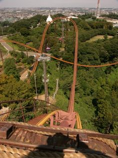 Situated on hillsides near Tokyo, Yomiuri Land is a large theme park that first opened in 1964 - largest coaster is Bandit, built in 1988 by Togo; it was the fastest roller coaster in the world when it was built, but lost the record to Magnum XL200 at Cedar Point one year later