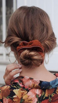Simple Holiday Updos For Curly Or Straight Hair - . Simple Holiday Updos For Curly Or Straight Hair - Curly Hair Styles, Curly Hair Updo, Headband Hairstyles, Easy Hairstyles, Straight Hairstyles, Scrunchy Hairstyles, Transitioning Hairstyles, Rides Front, Holiday Hairstyles