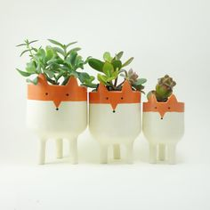 Planter with tripod legs