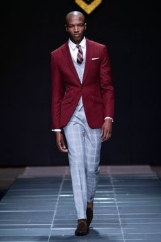 Only great men can wear floral print jackets and yet still maintain their masculinity. Great blazers and suits presented by Sheria Ngowi rocked well on the Urban Fashion, Love Fashion, Mens Fashion, Formal Fashion, High Fashion, African Clothing For Men, Sharp Dressed Man, Well Dressed, Mens Gear