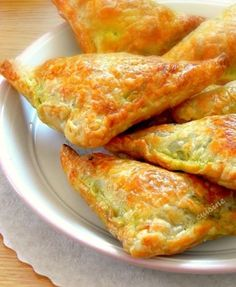 feuilletes epicés au curry Easy Casserole Recipes, Healthy Dinner Recipes, Cooking Recipes, Tapas, Drink Recipe Book, Turnover Recipes, Healthy Breakfast Recipes, Quick Easy Meals, Indian Food Recipes