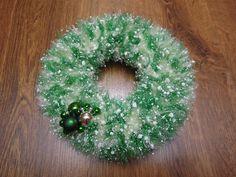 Vánoční věneček - šampaň a zelený zasněžený