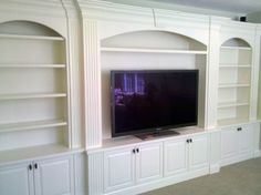 Traditional Family Room built-in entertainment center Design Ideas, Pictures, Remodel and Decor