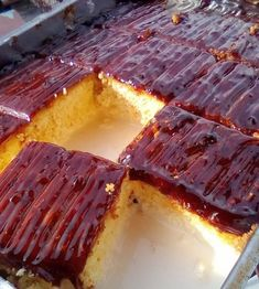 Unrepeatable dessert with 3 milks and caramel Greek Desserts, Greek Recipes, Brownie Cake, Sweet And Salty, How To Make Cake, Caramel, Steak, French Toast, Deserts