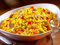 Yellow rice, or Arroz Amarillo, is a staple in the homes of many Latino families. Virtually every Hispanic culture relies on a yellow rice recipe as the basis of many meals. Cheesy Chicken, How To Cook Chicken, Casserole Dishes, Casserole Recipes, Chicken And Yellow Rice, Yellow Rice Recipes, Southwestern Chicken, Just Cooking, Chicken Seasoning