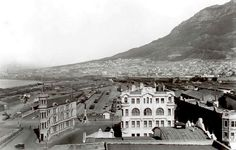 's slimmest buildings part Two. Old Pictures, Old Photos, Vintage Photos, Cities In Africa, Cape Dutch, Cape Town South Africa, Unique Buildings, Look Here, Most Beautiful Cities