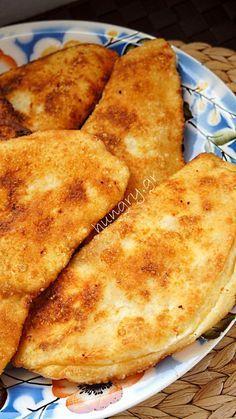 Τηγανόψωμα Greek Cheese Pie, Cheese Pies, Greek Recipes, Desert Recipes, Sweets Recipes, Cooking Recipes, Cheese Pie Recipe, Greek Cooking, Appetisers
