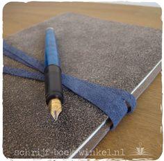 Notitieboek met een kaft van hergebruikt leer / suède. Verkocht. Meer info? Mail info@schrijf-boek-winkel.nl