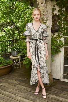 Marchesa Resort 2020 Fashion Show Collection: See the complete Marchesa Resort 2020 collection. Look 50 Fashion 2020, Runway Fashion, Fashion Show, Fashion Trends, Marchesa Bridal, Gowns With Sleeves, Haute Couture Fashion, Mannequins, Beautiful Dresses