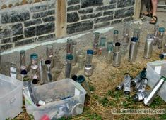Bottle ends at Kinstone wrapped to the end and with handi coil Earthship Biotecture, Earthship Home, Bottle Wall, Diy Bottle, Brick In The Wall, Brick Wall, 1 Bedroom House, Master Bedroom, Cordwood Homes
