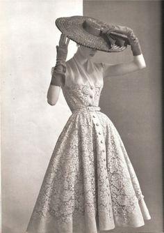 New ideas moda vintage fashion silhouette Moda Vintage, Vintage Dior, Vintage Mode, Vintage Couture, 50s Vintage, Vintage Style, Vintage Ideas, Vintage Hats, Balenciaga Vintage