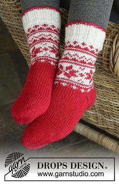 """Merry and Warm pattern by DROPS design DROPS Christmas: Knitted DROPS socks with Norwegian pattern in """"Karisma"""" // tamara morozova Knitted Slippers, Wool Socks, Knitting Socks, Drops Design, Knitting Patterns Free, Free Knitting, Crochet Patterns, Free Pattern, Knitted Christmas Stockings"""