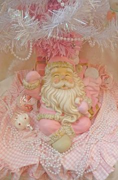 So cute in Pink : here is my big pink santa's (he wasn't pink when I bought it for one euro...)