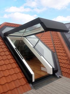 Roof Window System That Converts To A Small Balcony - Unique Balcony & Garden Decoration and Easy DIY Ideas Roof Window System That Converts To A Small Balcony - Balcony Decoration Ideas in Every Unique Detail Architecture Renovation, Architecture Design, Future House, Espace Design, Roof Window, Loft Room, Penthouse Apartment, Roof Light, Modern Landscaping