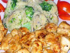 Do zakysané smetany přidáme prolisovaný česnek a promícháme s ostatními ingrediencemi a vším kořením. Maso si nakrájíme na kostky, dáme do... Potato Salad, Cauliflower, Shrimp, Chicken Recipes, Potatoes, Meat, Vegetables, Ethnic Recipes, Cauliflowers