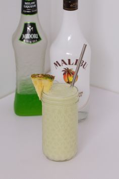 A creamy Midori Cocktail made with Midori liqueur, Malibu rum, pineapple juice, lime juice, coconut cream and ice. the perfect summer drink! Midori Cocktails, Malibu Rum Drinks, Vodka Cocktails, Liquor Drinks, Alcoholic Beverages, Summer Cocktails, Pineapple Rum Drinks, Pineapple Cocktail, Pineapple Juice