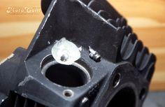 【No.04】 スタットボルトの周りを掘り進んでやっとボルトの残りが取れました。 Next→No.05  #motorcycle #harley #evo #repair #head #screw #bolt #バイク #ハーレー #エボ #修理 #ヘッド #ネジ #ボルト