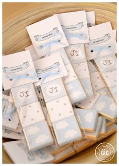 Mini chocolates para Bautismo #souvenirs #bautismo #chocolates Baptism Party, Boy Baptism, Christening, Baby Shower Balloons, Baby Shower Parties, Baby Event, Happy Party, Diy Gift Box, Candy Gifts