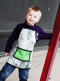 Use this free kids apron pattern to sew the perfect apron for your little helpers! Perfect for baking, crafts, and many more messy and fun activities!