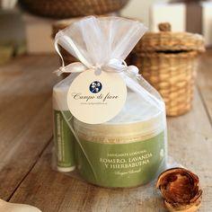 https://www.campodifiore.es/producto/bolsa-regalo-exfoliante-corporal-y-balsamo-labial/ Conjunto de regalo con bálsamo labial y exfoliante corporal a base de azúcar.