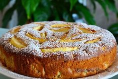Apple and mascarpone cake Easy Cake Recipes, Sweets Recipes, Baby Food Recipes, Finger Food Desserts, Apple Desserts, Delicious Deserts, Yummy Food, Romanian Desserts, Chocolate Pastry