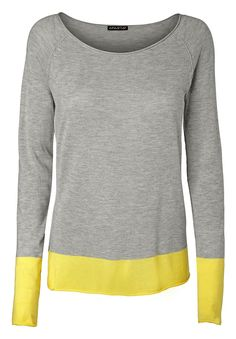 Pullover    Mit bestem Komfort aus flauschigem Feinstrick fühlt sich dieser Pullover derart angenehm und warm an, dass das Tragegefühl einen ganz neuen Stellenwert bekommt. Ebenso attraktiv zeigt sich das Material nach außen hin in modischem Design und mit farbigen Akzenten. Saum und Raglanärmel sind in einem intensiven Farbton abgesetzt und bieten der stilvollen Farbgebung einen spannenden Kon...