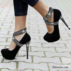 Sparkly shoes/ heels, if I could even walk in these. Pretty Shoes, Beautiful Shoes, Cute Shoes, Me Too Shoes, Gorgeous Heels, Amazing Heels, Awesome Shoes, Hello Gorgeous, Absolutely Gorgeous