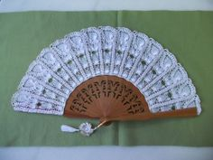 Hand Fan, Crochet Stitches, Lana, Free Pattern, Projects To Try, Embroidery, Knitting, Sewing, Handmade Crafts
