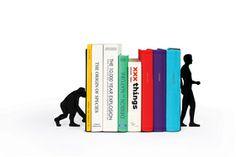 La evolución humana hecha sujetalibros: sólo si se lee se es un Homo Sapiens.