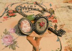 collar plateado guardatesoros con llave
