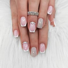 Semi-permanent varnish, false nails, patches: which manicure to choose? - My Nails Classy Nails, Stylish Nails, Cute Nails, My Nails, Bride Nails Wedding, Square Nail Designs, Nail Art Designs, Classy Nail Designs, Nagellack Trends