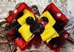 Magical Minnie Mouse Hair Bow Perfect for your next Disney Vacation! #Minniemouse #disneybow #Disney #Minniemousedress #vacation