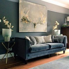 25 color ideas for elegant living room walls that match furniture - # check m . 25 color ideas for elegant living room walls that match furniture - # check more at Wohnzimmer.USTA GİREMEZ: COZY LIVING ROOMS & BEYAZ K. Elegant Living Room, New Living Room, Living Room Sofa, Living Room Interior, Living Room Furniture, Living Room Decor, Small Living, Blue Velvet Sofa Living Room, Blue And Green Living Room