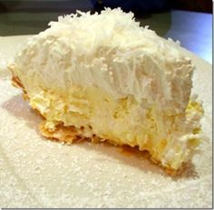 Coconut Banana Cream Pie Heads up coconut lovers, this pie is amazing, totally decadent, and the coconut crust is absolutely awesome. The crust takes it from ordinary to sublime. This is supposedly the recipe for Lawry's Coconut Banana Cream pie. Pie Dessert, Eat Dessert First, Dessert Recipes, Pie Recipes, Chicken Recipes, Yummy Recipes, Dinner Dessert, Flour Recipes, Gastronomia