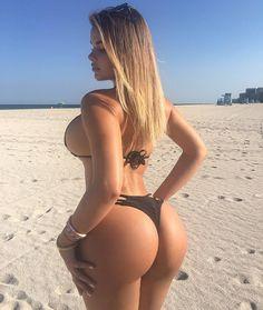 Russian Kim Kardashian, Sexy Women, Mädchen In Bikinis, Modelos Plus Size, Femmes Les Plus Sexy, Russian Models, Sexy Curves, Thong Bikini, Curvy Women