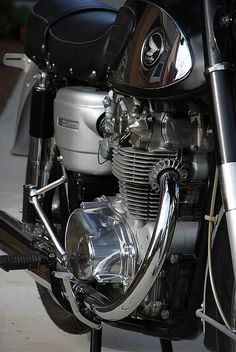Learn more about Twin Star: 1967 Honda Black Bomber on Bring a Trailer, the home of the best vintage and classic cars online. Classic Honda Motorcycles, Honda Motorbikes, Honda Scrambler, Vintage Motorcycles, Scrambler Motorcycle, Racing Motorcycles, Honda Motors, Honda Bikes, Womens Motorcycle Helmets