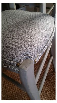 The furniture you are looking for Vanity Bench, Flower Decorations, Home Furniture, Diy And Crafts, Chiffons, Vintage, Home Decor, Life, Chair Makeover