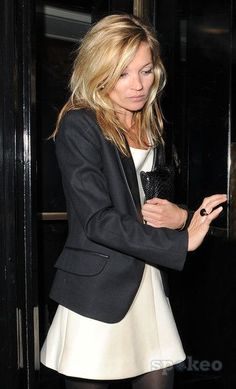 Kate Moss in B W - What a great look! Kate Moss Stil, Moss Fashion, Queen Kate, Miss Moss, Long Kimono, Anna Wintour, Beige, Mannequin, Formal