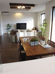 ウォールナット材で統一した広いLD空間 Japanese Modern House, Japanese Living Rooms, Japanese Interior, Small Living Rooms, Interior Design Living Room, Living Room Designs, Living Room Decor, Small Apartment Layout, Home Fix