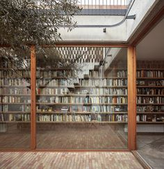 home library Design inspo: 10 stunning home libraries to inspire you to create one too Interior Architecture, Interior And Exterior, Modern Exterior, Architecture Today, Home Library Design, Design Desk, Casa Patio, Home Libraries, Courtyard House