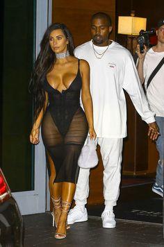 A Miami, Kim Kardashian a osé la transparence.