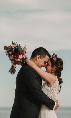 6 consejos para salir bien guapos en las fotos de boda. #bodas  #bodasnet #novios #noviasespaña #bodaespaña #noscasamos #amor #españa #spain #es #novia2018 #novia2019 #pinespaña #espana #inspiración #decoraciondeboda #boda2019 #fotos #fotosdeboda #fotosparaeldiadelaboda #fotosoriginales #sonrisa #fotografos #foto #ideasparafotos Couples, Couple Photos, Wedding, Ideas, Boyfriends, Wedding Photo Albums, Going Out, Smile, Wedding Decoration