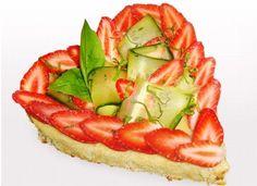 Le gâteau Fête des mères de Gontran Cherrier, qui mêle fraise, concombre et basilic.